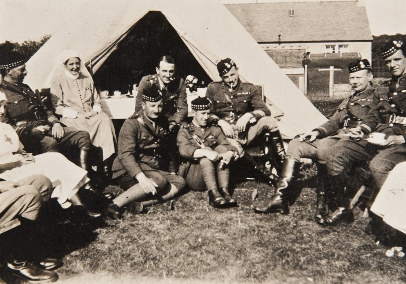 Group photograph, nurses and soldiers<br />