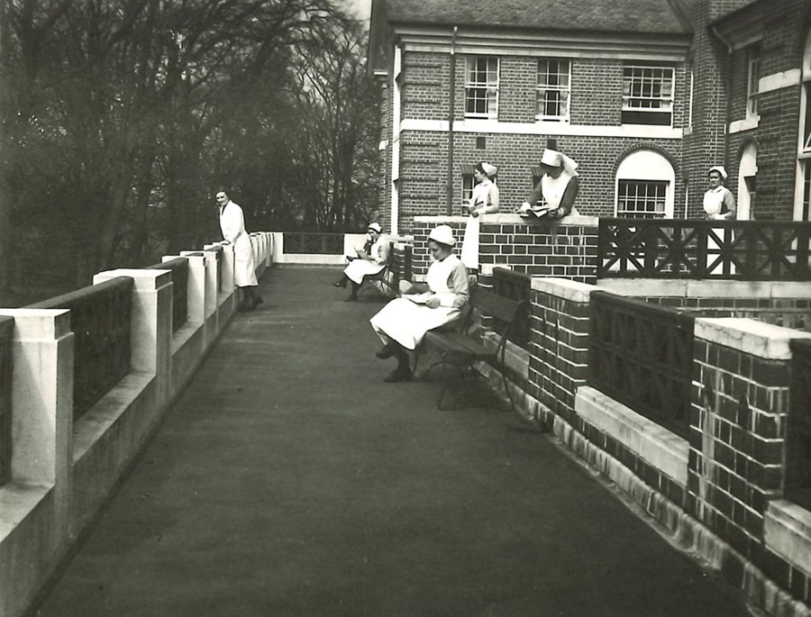 52-19-5-38_nurses on balcony.jpg