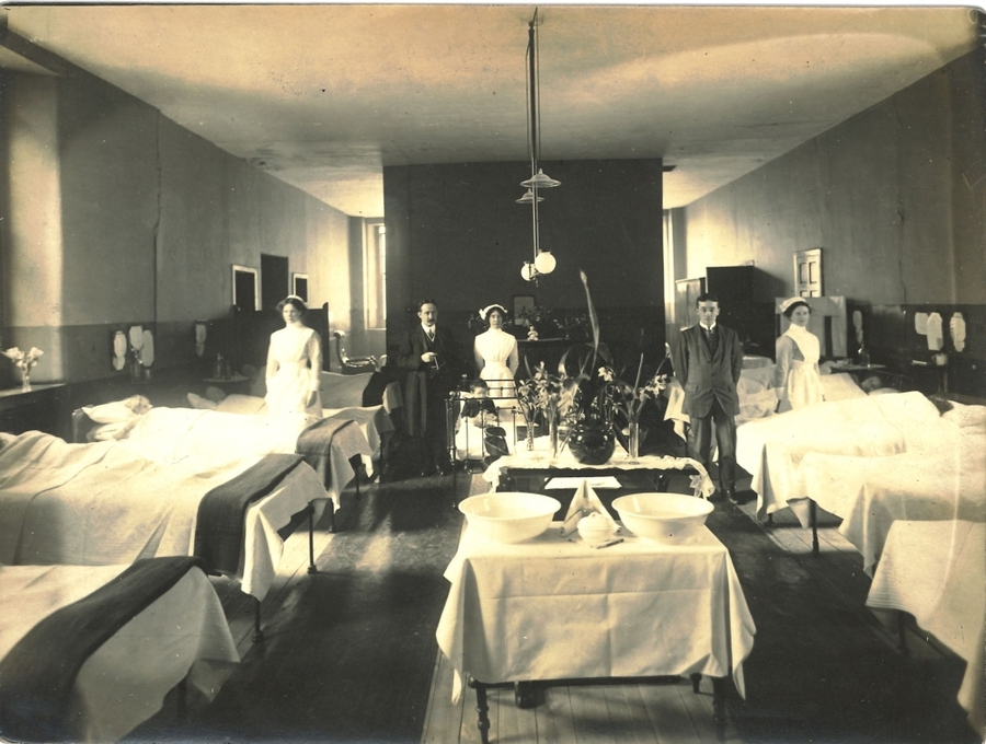 RCPSG-28-42 Ward in Old Infirmary.jpg
