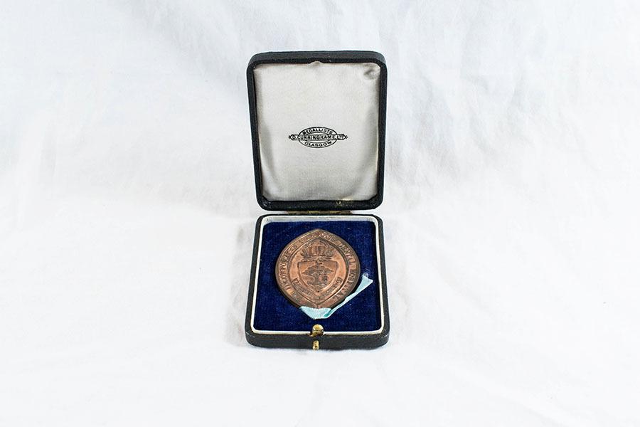 HD1222_medal_2.jpg