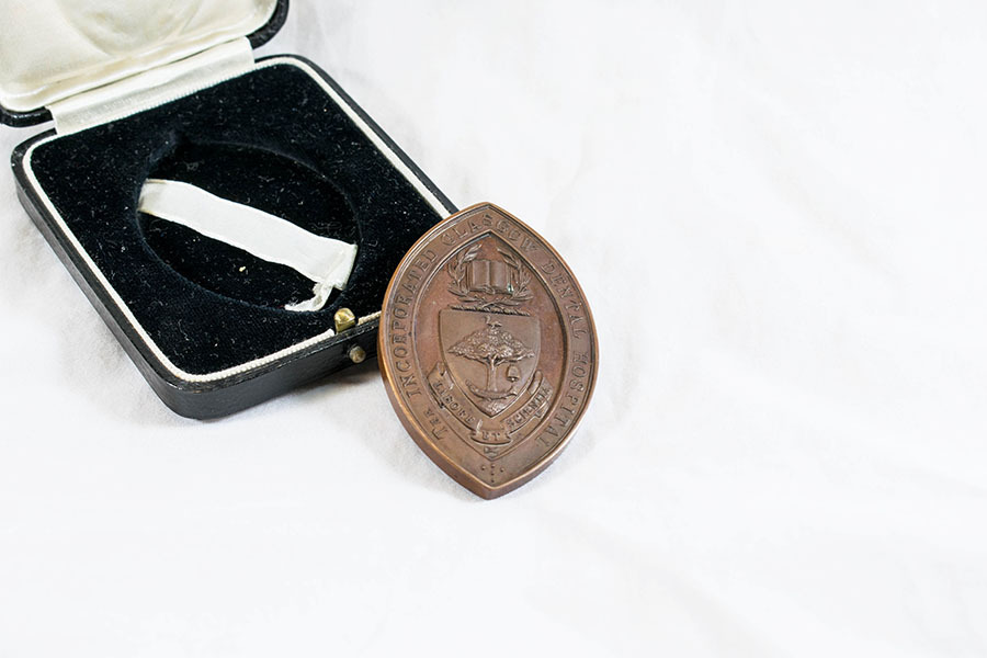 HD1220_medal_2.jpg