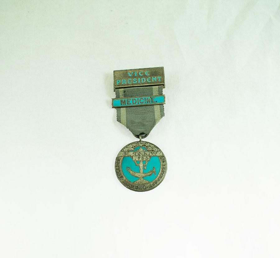 2003.40.9.2_glasgow medal_1.jpg