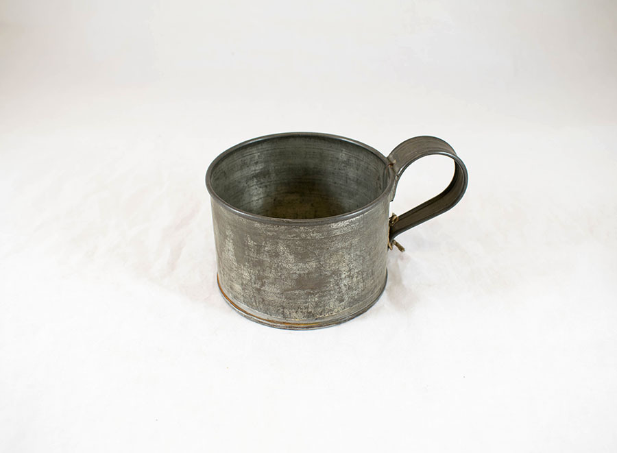 2003.90_spitting mug 2.jpg