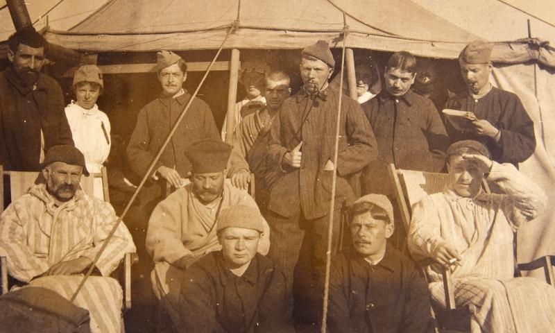 Patients Guevguele tent.<br />