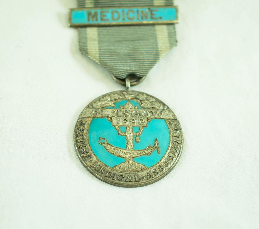 2003.40.9.2_glasgow medal_2.jpg