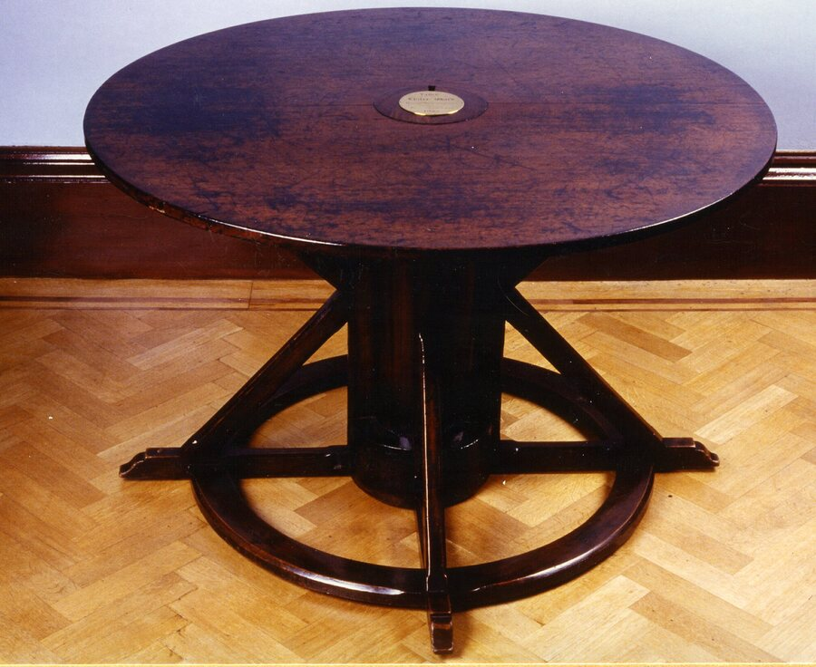 lister table033.jpg