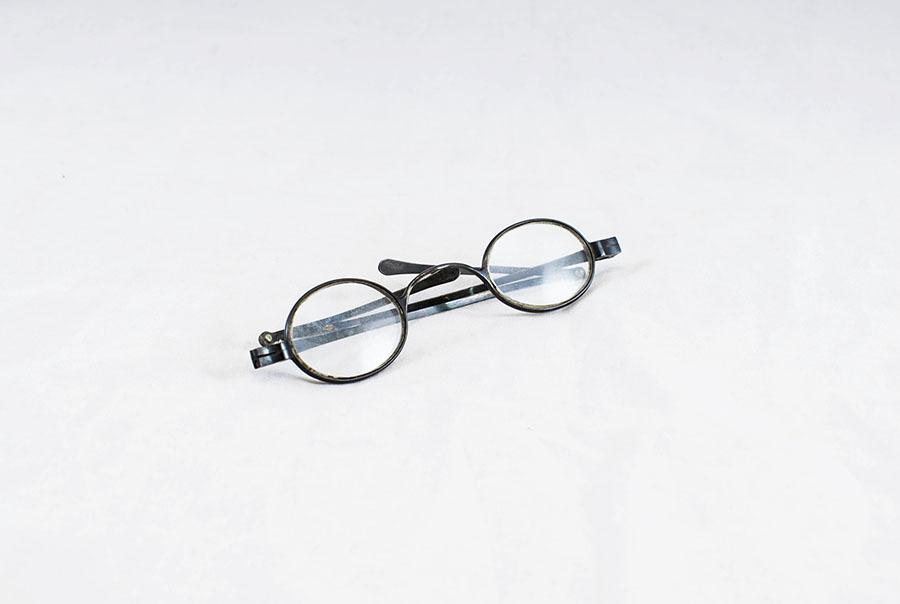 2003.77.14_glasses_1.jpg