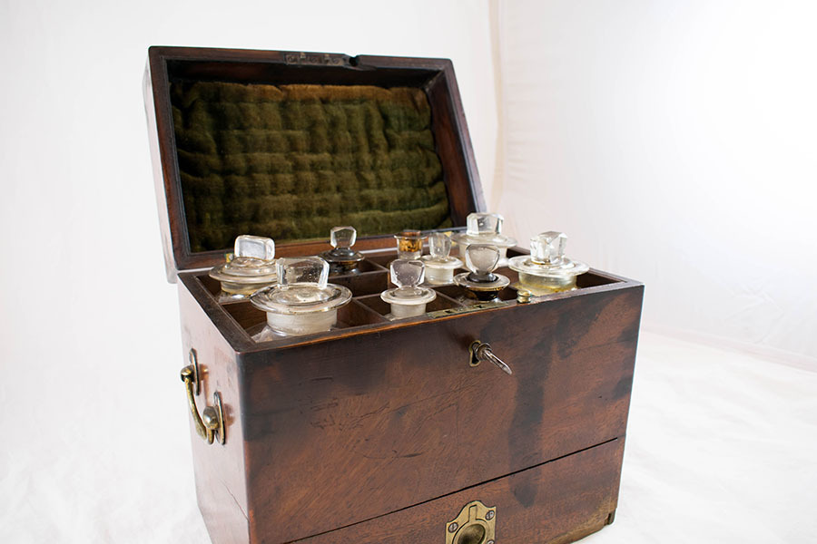 2003.15_medicine chest 11.jpg