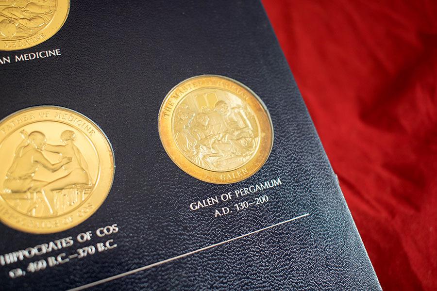 2003.61_medallic history of medicine 3.jpg