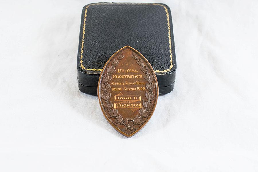 HD1220_medal_3.jpg