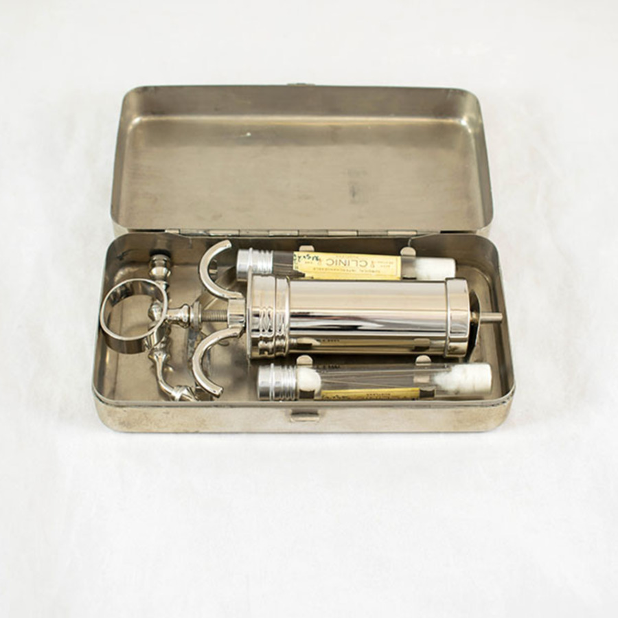 1999-2.3_anaesthesia syringe 2.jpg