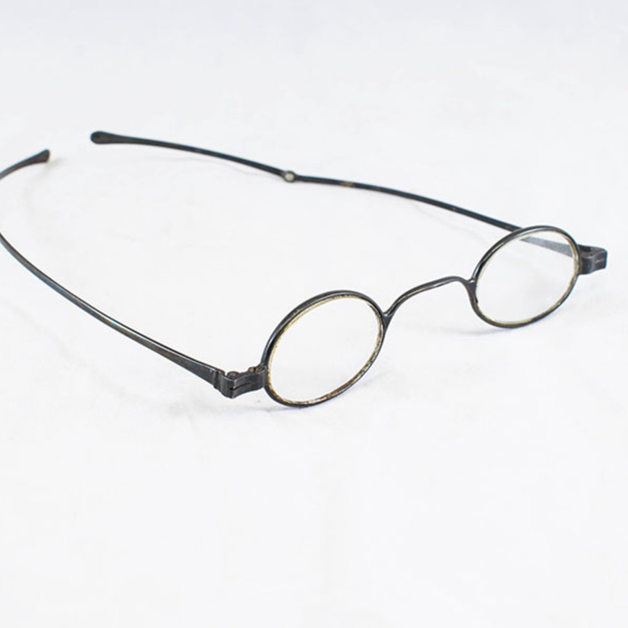 2003.77.14_glasses_2.jpg