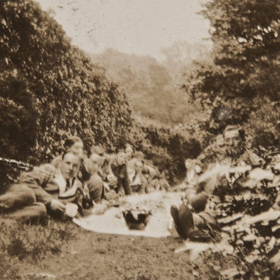 Soldiers on picnic<br />