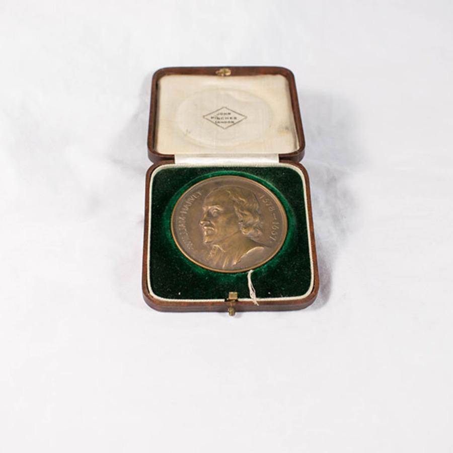 2003.40.11_St Bart's medal.jpg