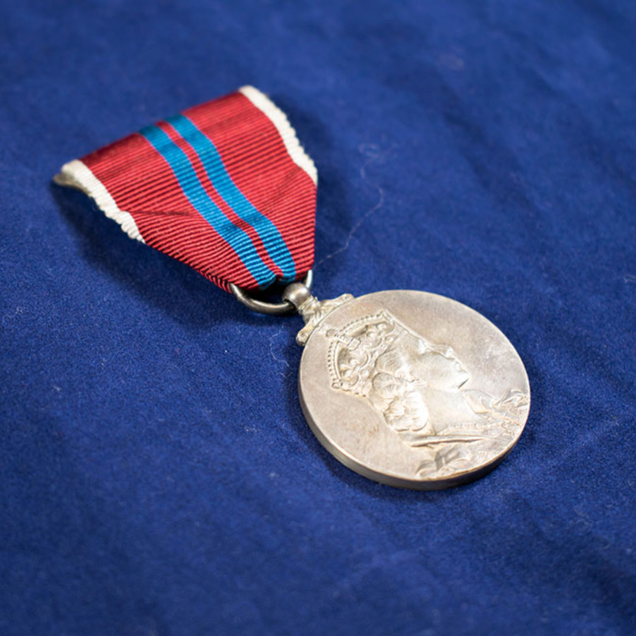 2003.66.4_elizabeth crown medal 3.jpg
