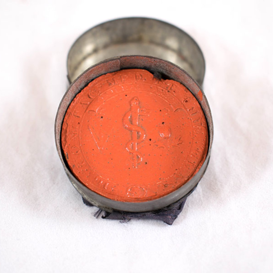 2003.38_coat of arms wax seal 8.jpg