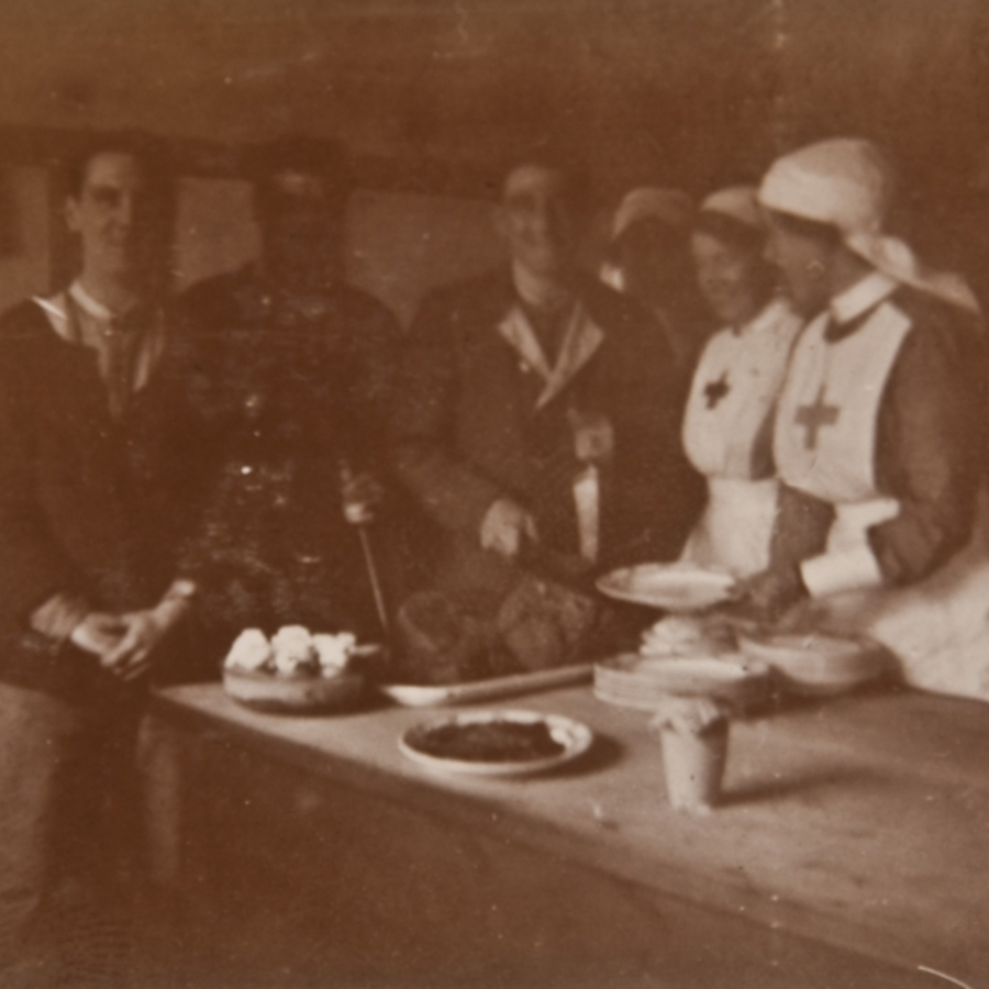 Soldiers and nurses, kitchen
