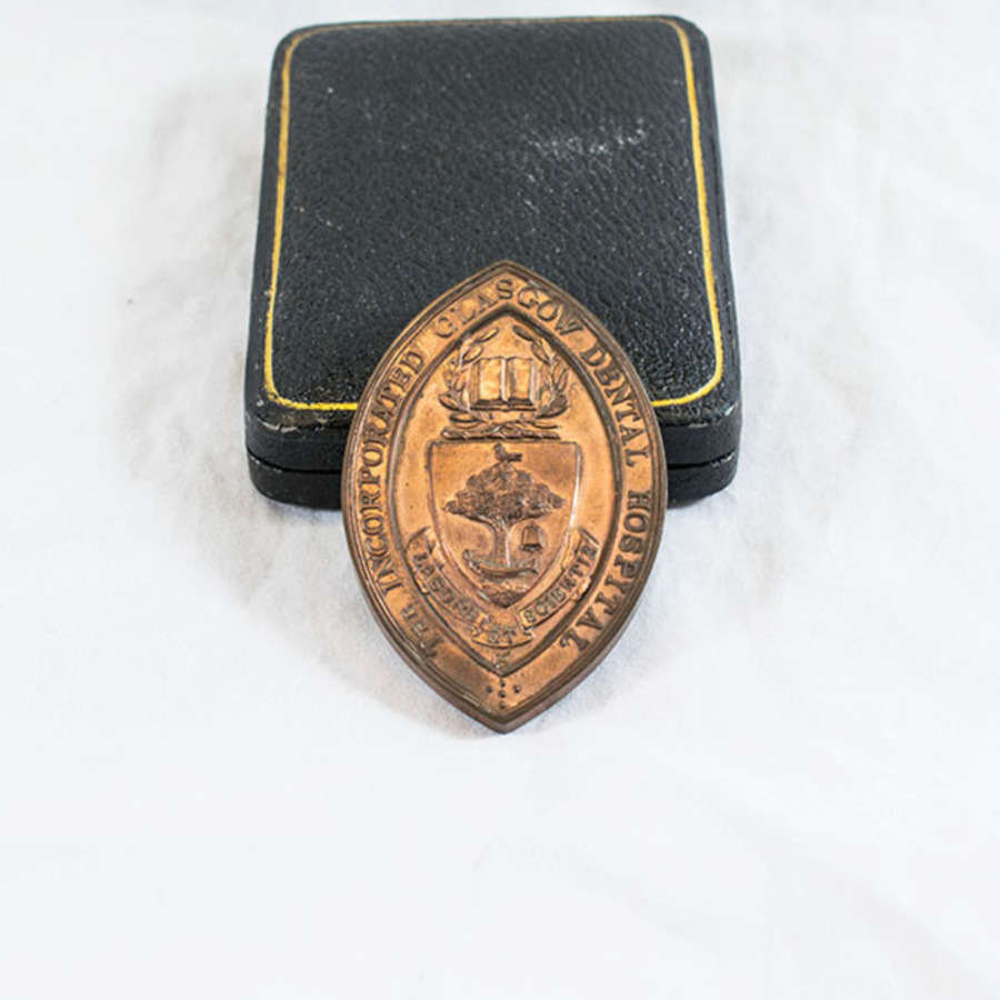 HD1222_medal_3.jpg