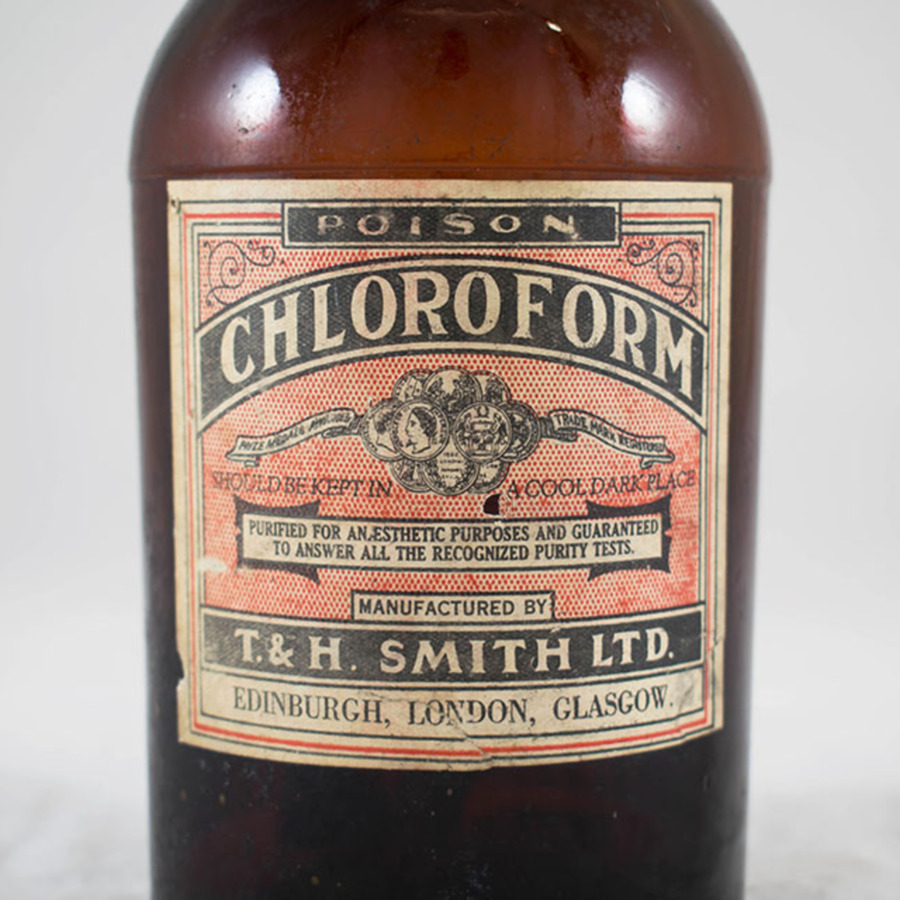 2018-9.7_chloroform bottle_4.jpg