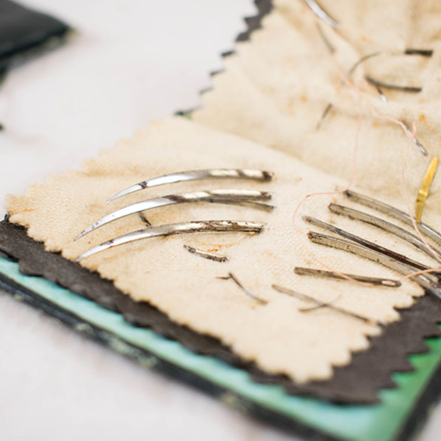 1999.3.3.26_suture needles in case 3.jpg