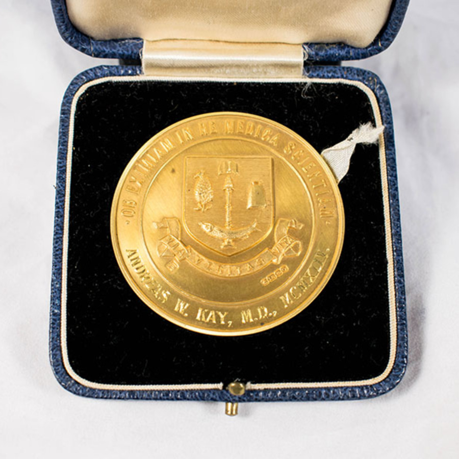 2003.133_bellahouston medal 6.jpg