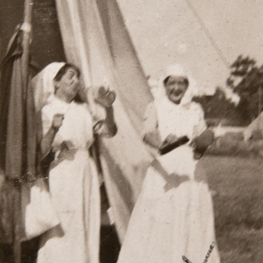 2 nurses<br />