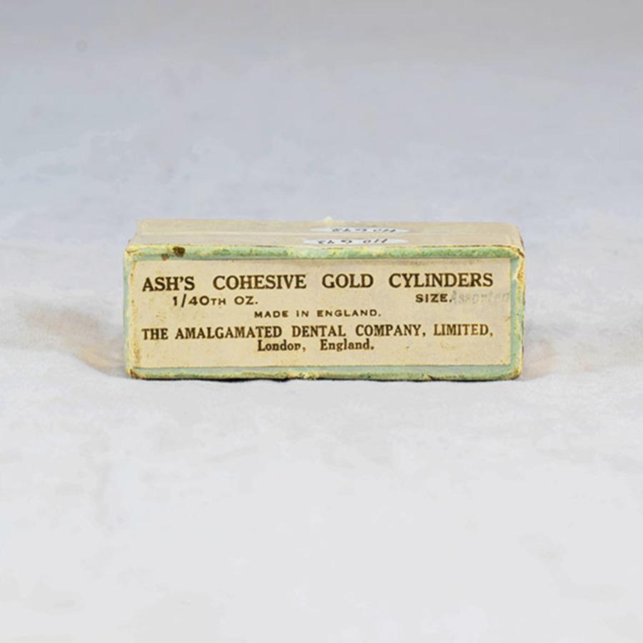 HD692_gold cylinders_3.jpg